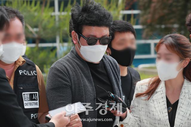 [슬라이드 화보] 경비원 폭행 혐의 입주민 심모씨 영장실질심사 출석