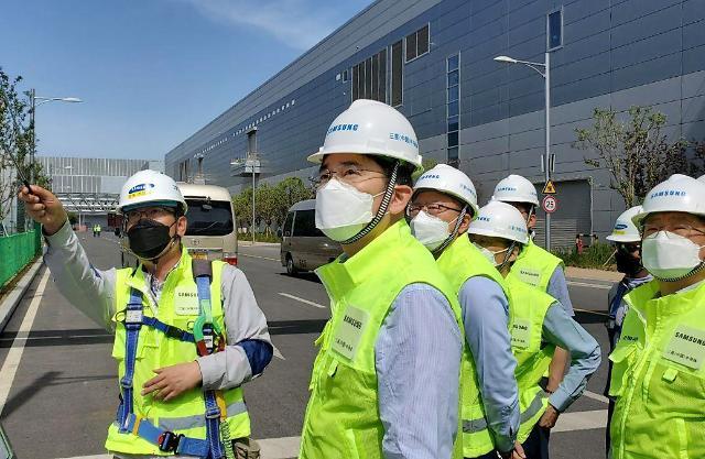 포스트 코로나 준비하는 재계…해외공장 재가동 이어 1000여명 급파