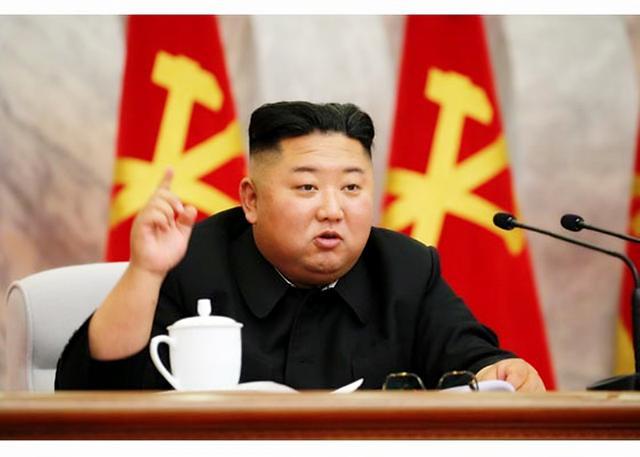 [포토] 회의 주재하는 김정은 국무위원장