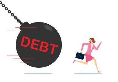 """OECD, 코로나19 대응에 부채 눈덩이...""""1인당 1600만원 빚 늘어"""""""