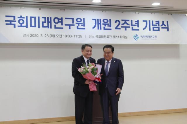 인천대 조동성 총장, 국회미래연구원 감사패 수여