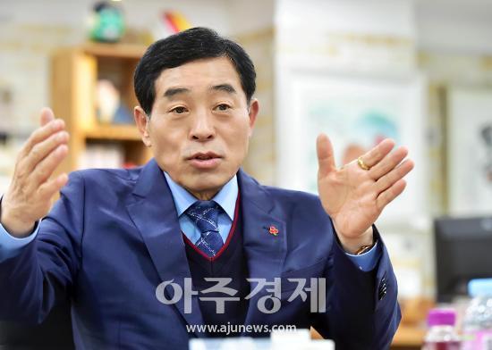 """윤화섭 시장 """"화랑윤원지 세계적 명소로 자리매김하도록 최선 다할 것"""""""