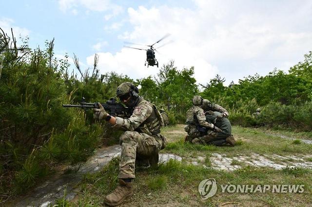 공군, 특수부대 항공구조사 33명 동원 전투생환 훈련 실시