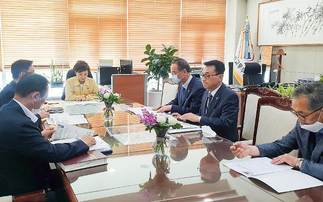 장세용 구미시장… 국토부 장관 만나 지역현안 해결 촉구