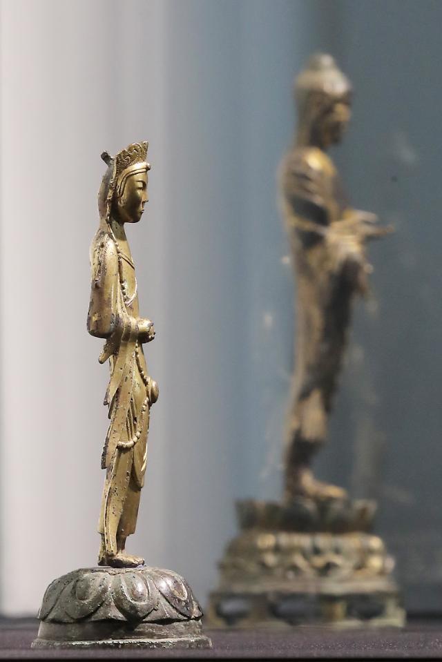 경매 내놓은 간송미술관 보물 불상, 모두 유찰