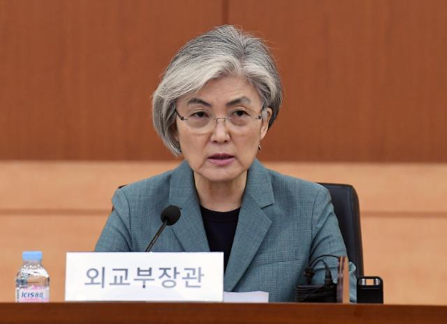 """홍콩보안법 표결 앞두고...강경화 """"최근 고조된 국제사회 갈등 우려"""""""