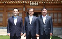 .文在寅邀请朝野两党鞭共进午餐 两个半小时共议协同治理.