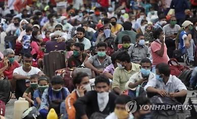 [코로나19] 인도, 사망자도 중국 추월...한 달새 4배 급증
