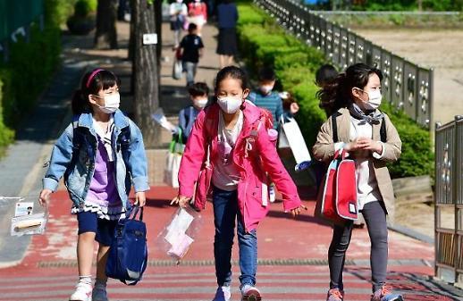 Từ 1/6 Hàn quốc xóa bỏ chế độ mua khẩu trang công theo ngày và hạn chế số lượng học sinh đến lớp ở khu vực thủ đô