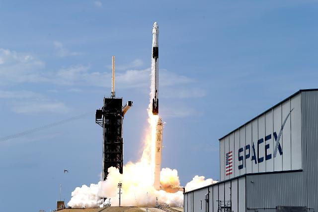 [포토] 미국 스페이스X, 첫 민간 유인우주선 발사 성공