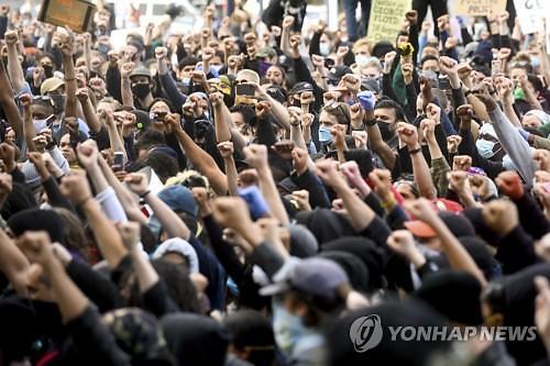미국 조지 플로이드 시위, 코로나19 재유행 부르나