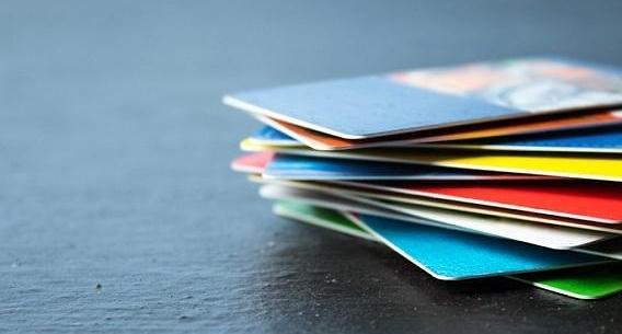 정부 신용카드 공제 한도 늘려 역성장 막는다