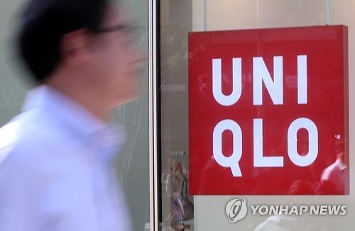 유니클로, 구조조정 메일 실수 배우진 대표 교체