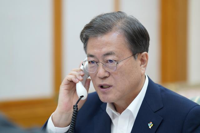 """한미 정상 올해 세번째 통화...文 """"G7 회의 초청, 기꺼이 응할 것"""""""