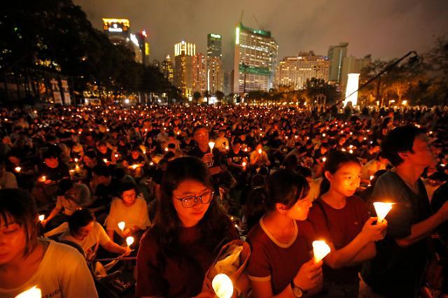 홍콩, 코로나19로 톈안먼사태 촛불집회 불허...30년만에 처음