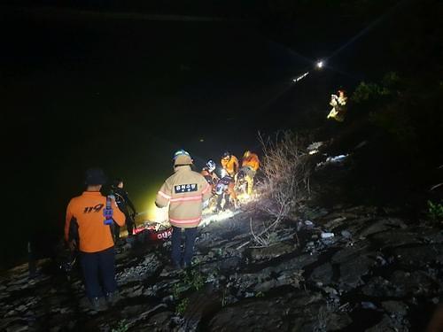 韩国玉川郡发生车辆坠桥事故 3人死亡