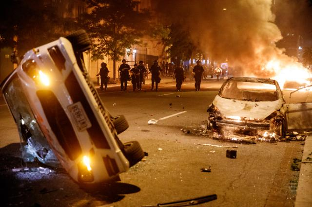 [美 흑인사망 시위] 시민 64% 시위에 동조…트럼프 반대여론 절반 넘어