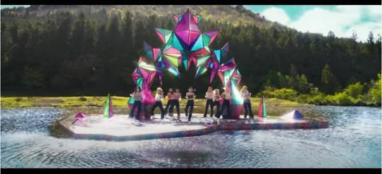 Twice新歌《More&More》MV陷抄袭争议