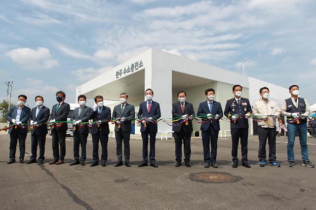 현대차, 전주공장에 국내 첫 상용차 수소충전소 개소