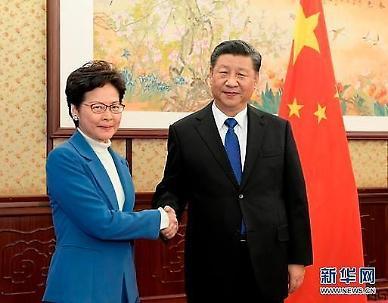 캐리 람 美 위협 두렵지 않아…홍콩 보안법 찬성하러 베이징행