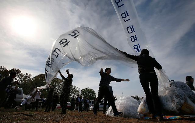 """靑 """"대북 삐라 살포, 백해무익…안보 위해 행위에 단호한 대응"""""""