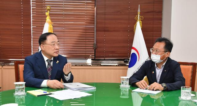 홍남기 부총리, 김명환 민주노총 위원장과 면담