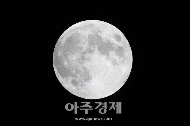 [포토] 반영월식 앞둔 보름달