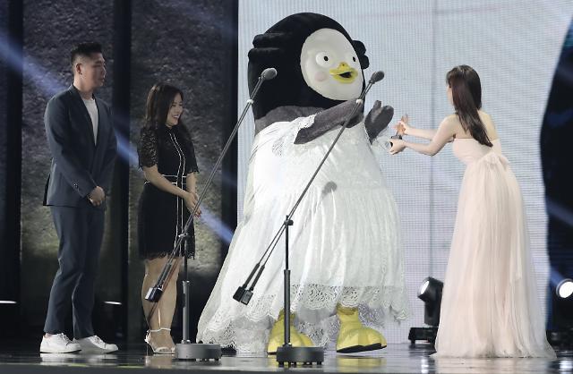 [포토] 펭수, 순백의 드레스 자태