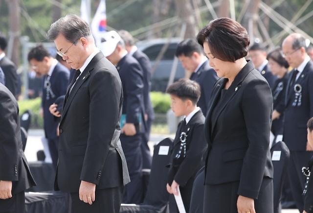 """文대통령 """"국가, 모든 희생·헌신에 보답…6·25 전쟁 살아있는 역사"""""""