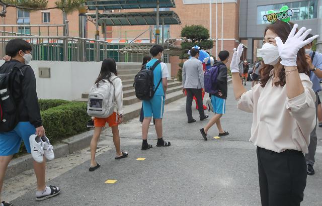 韩国中小学8日全面开学复课 新增病例频发下家长担忧不断