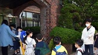 Hôm nay, toàn bộ học sinh tại Hàn Quốc đã được đến trường…Phụ huynh vẫn lo lắng về lây nhiễm tập thể tại trường học