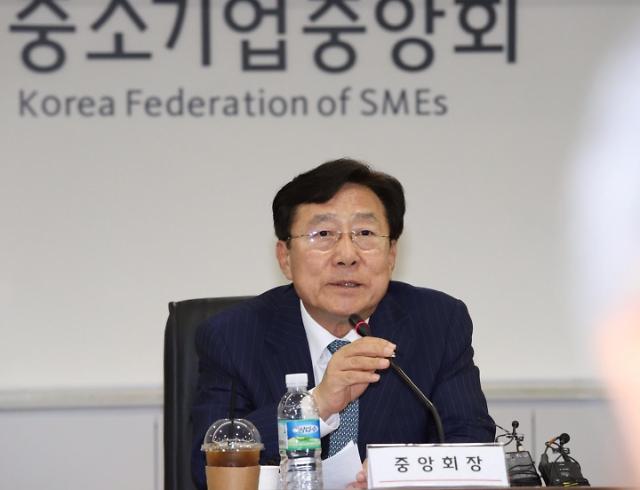 """김기문 """"中企 사업 존폐 고민…최저임금 최소 동결해야"""""""