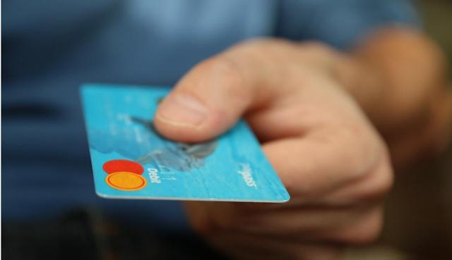 카드사 재난지원금 효과로 신용등급 유지…우리·롯데·하나카드 노란불