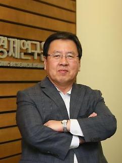 [오정근 칼럼] 더 뛰어도 부족한데... 기업 발목잡는 한국