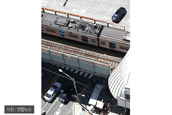 [슬라이드 포토] 뒤에서 쾅…4호선 추돌사고 현장 한눈에 보기