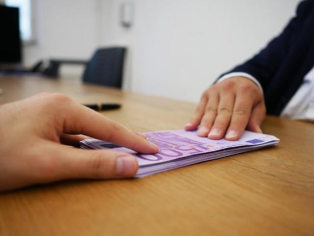 개인신용 늘려 수익성 개선한 신한저축은행…건전성 관리 지적도