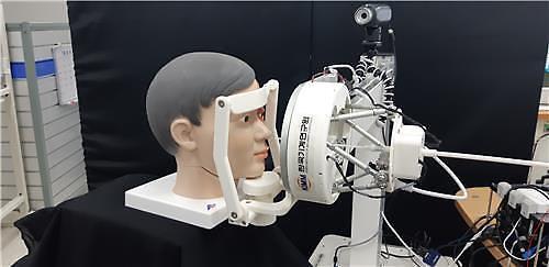 韩国成功研制新冠检测采样机器人