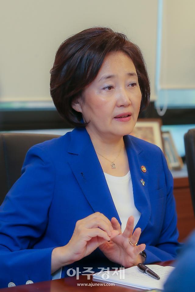 """[아주초대석] 박영선 장관 """"지주사 100% 투자형태 CVC 허용하자"""""""