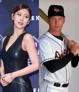 前女团天上智喜成员Stephanie恋上美国棒球选手 双方相差23岁