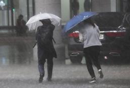 .韩全境今明两日将有强风雨来袭.