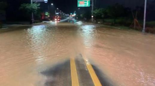 强风雨天气来袭 韩多地遭遇水灾