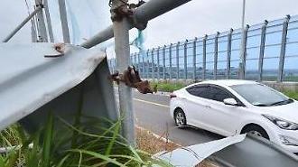 Các khu vực ven biển Jeju bị ảnh hưởng nặng nề bởi mưa lớn và gió mạnh