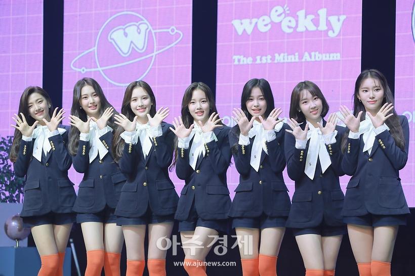 평균 연령 17세, '에이핑크 동생 그룹' 위클리(Weeekly) 데뷔 쇼케이스