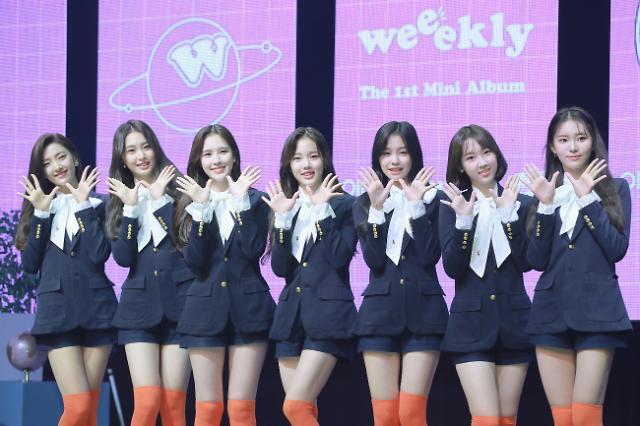 [슬라이드 화보] 평균 연령 17세, 에이핑크 동생 그룹 위클리(Weeekly) 데뷔 쇼케이스