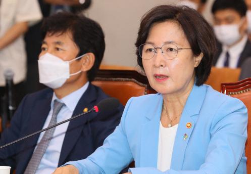 추미애, 지휘권 발동 전문자문단 중단...수사팀에 특임검사 제안