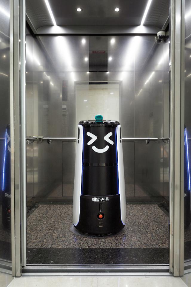 非対面時代をリードするハンファ建設・・・ロボットがフライドチキンをデリバリーするアパート団地