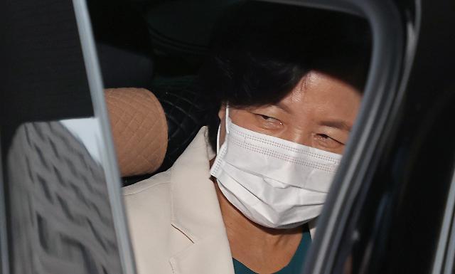 [포토] 묵묵부답 차량 탑승하는 추미애 장관