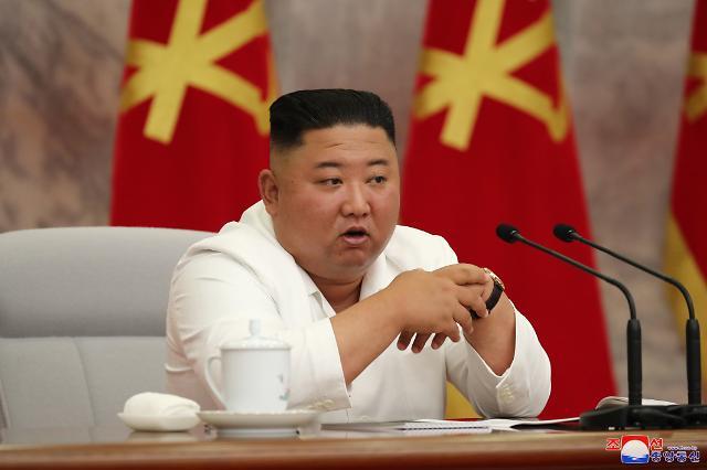 [슬라이드 화보] 김정은, 코로나 정치국회의…방역완화시 치명적 위기