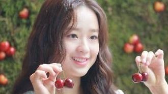 Người đẹp thể thao Hàn quốc Son Yeon Jae bên trái Cherry