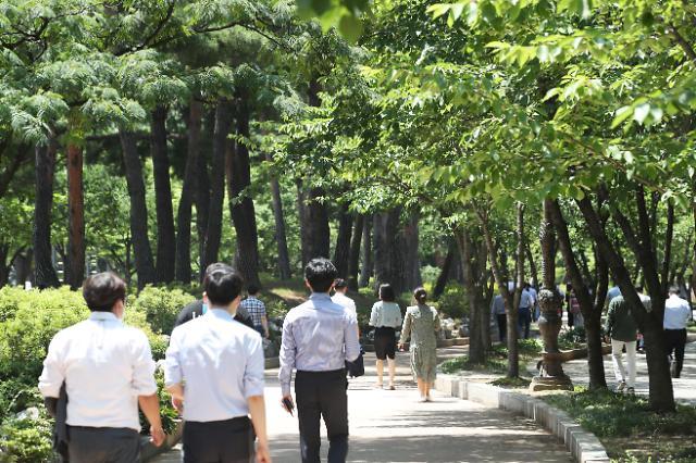 韩国上班族平均每天花这么多钱吃午饭